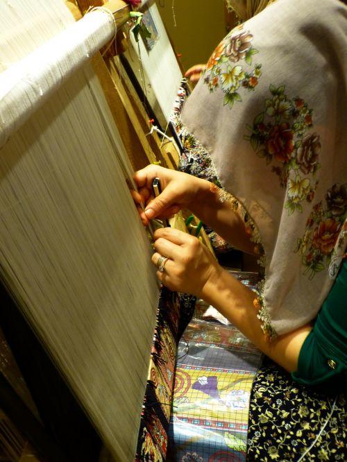 weave tying carpet