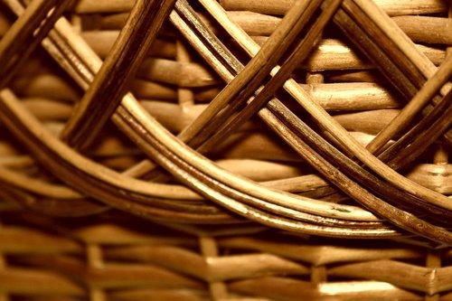 weaving  basket  braided
