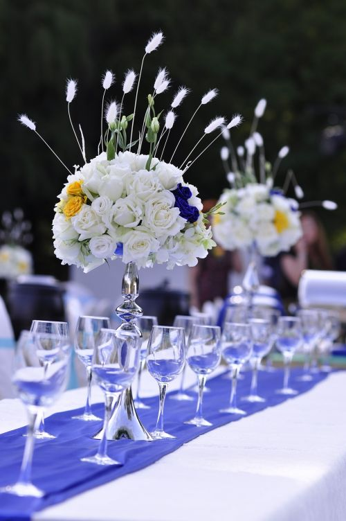wedding table flowers western-style dining area