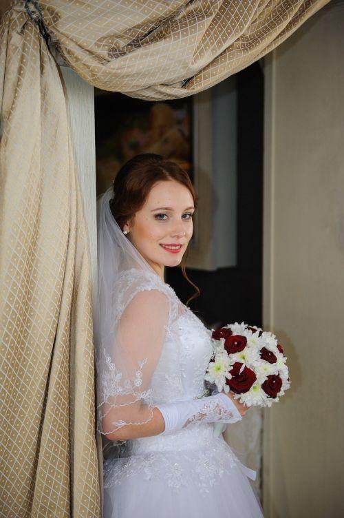 wedding bridesmaid dress stroll