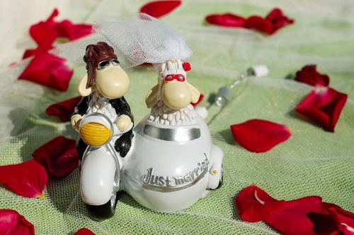 wedding bride and groom figure