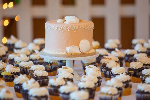 wedding cake cupcake