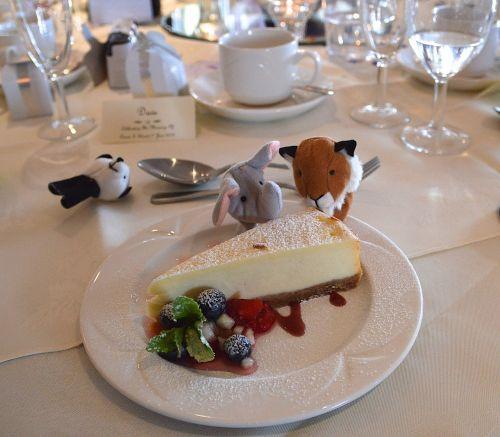 wedding banquet cheesecake