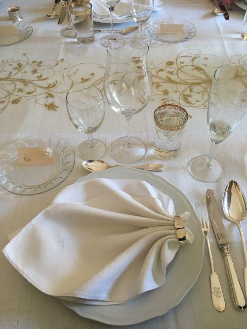 wedding reception dinner table setting