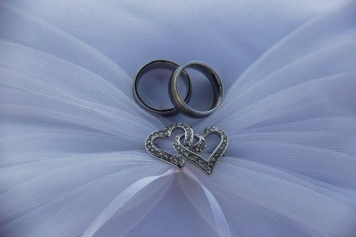 Vestuviniai žiedai,žiedai,tuoktis,Vestuvės,santuoka,meilė,blizgesys,papuošalai,piršto žiedas,pirštų papuošalai,Sužadėtuviu žiedas,bendravimas,Vestuvinis žiedas,Uždaryti