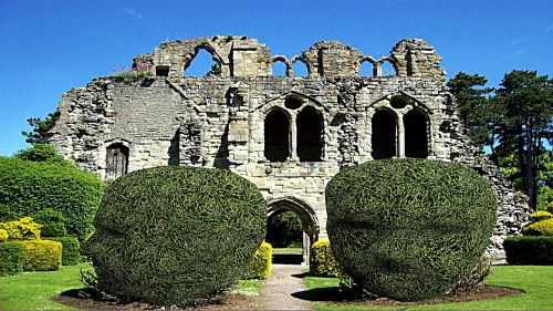 wenlock ruin garden