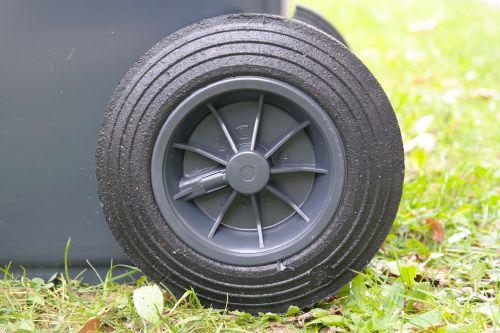 wheel mature garbage can