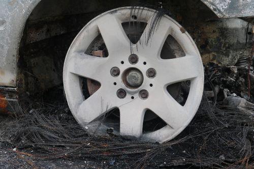 wheels auto mature