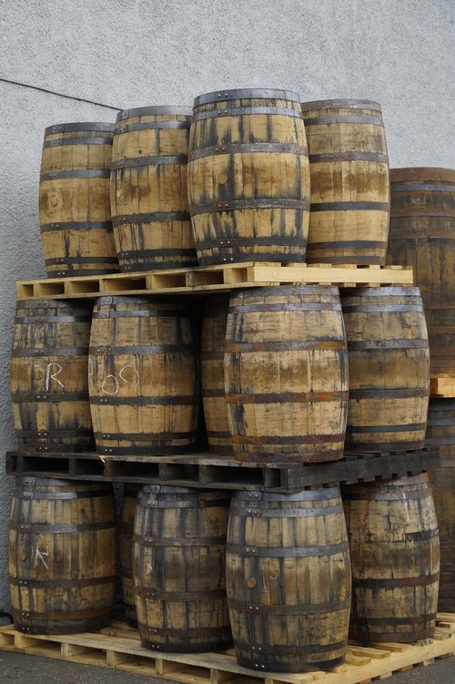 whisky  barrels  wooden barrels