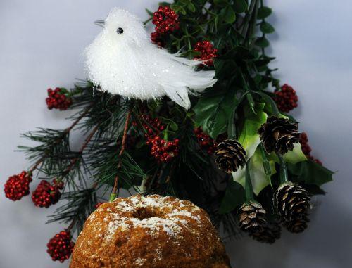 White Bird & Bundt Cake
