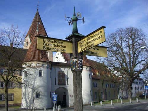 white horn upper gate signposts