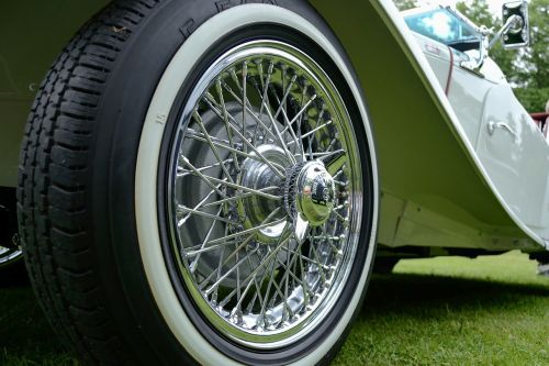 white luxury car the classic luxury car luxury