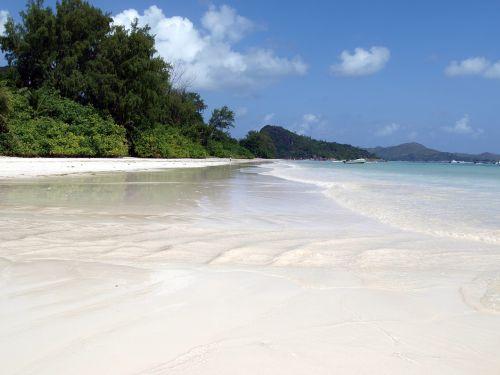 white sand seychelles praslin