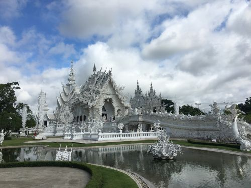 white temple chiang rai wat rong khun