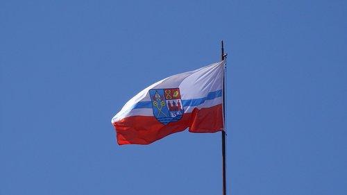 wind  sky  flag