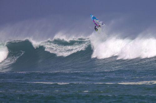 wind surfing big waves spray