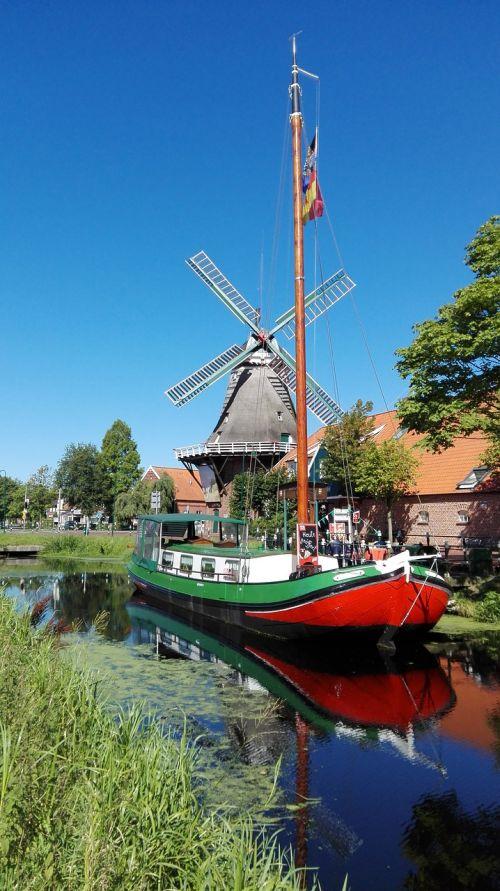 windmill channels ship