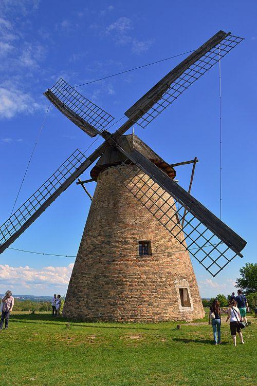windmill wind rotate