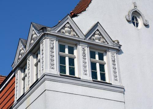 window gable architecture