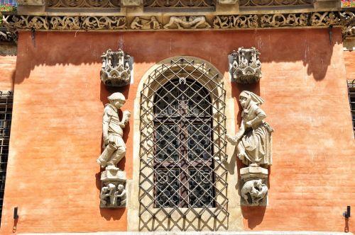 window kamienica monuments