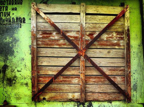 window rust green