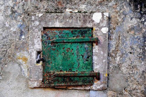 window shutter locked