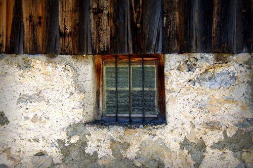 window mountain hut alm