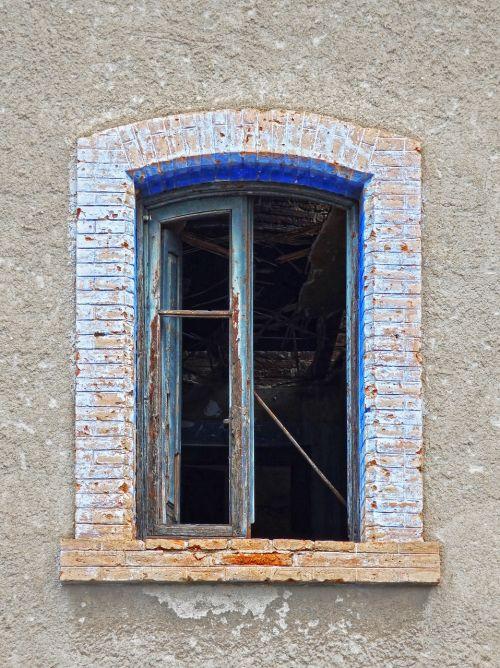 window old abandoned