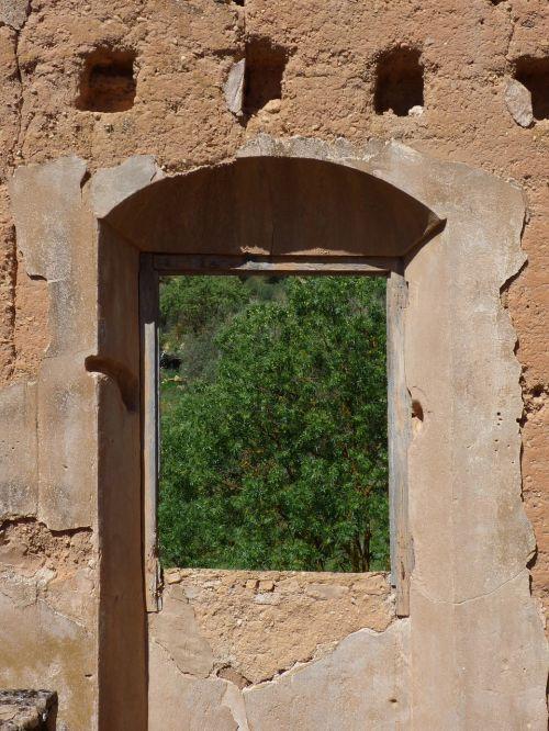 window ruin abandoned
