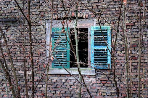 window wall shutter