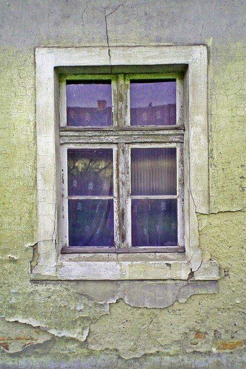 window  lake dusia  destroyed