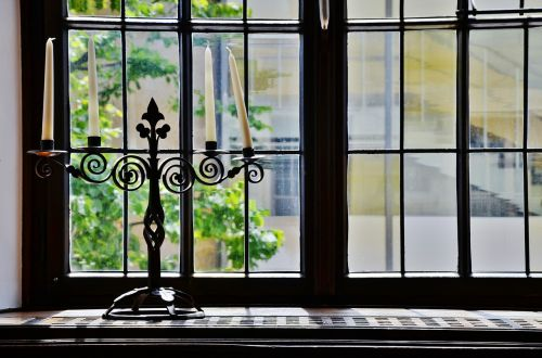window candles candlestick