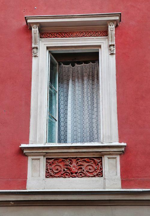 window wall red