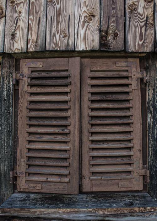 window hut alm