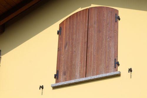 window ante facade