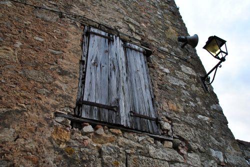 window old house stone