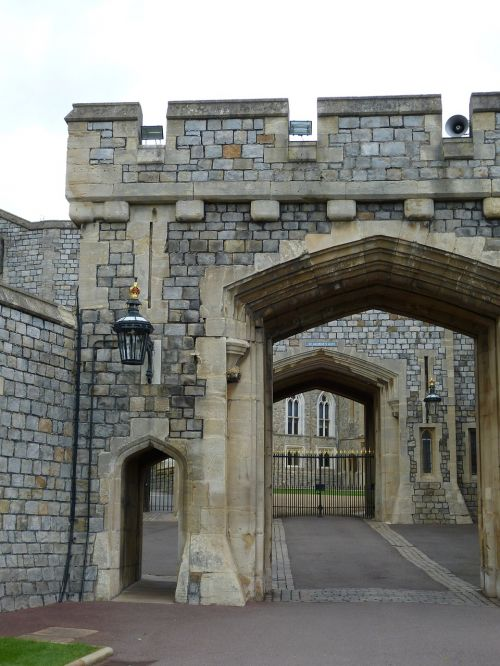 windsor,london,england,castle,windsor castle,united kingdom,architecture,middle ages,building,historically,gate entrance,free photos,free images,royalty free