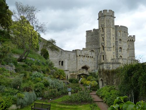 windsor,london,england,castle,windsor castle,united kingdom,architecture,middle ages,building,historically,tower,wall,garden,park,tourism,free photos,free images,royalty free