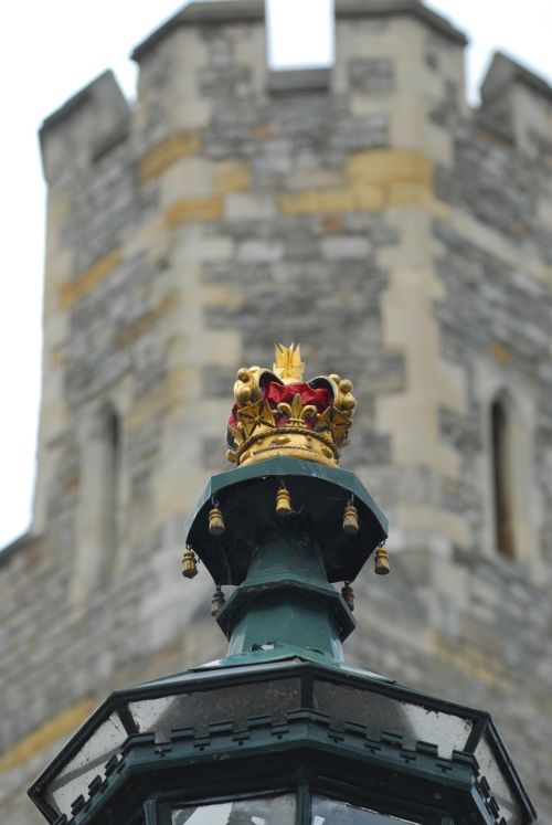 windsor castle lamp crown
