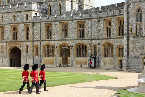 windsor castle  windsor  royal guard