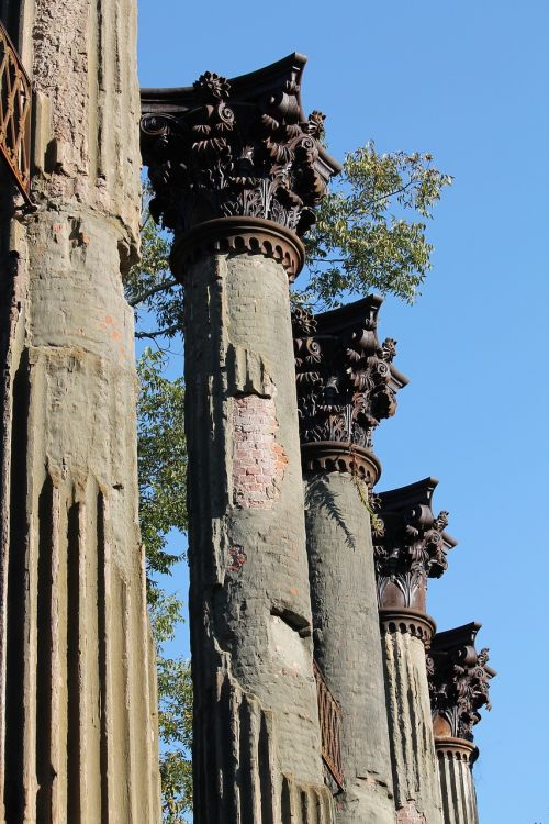 windsor ruins columns italianate