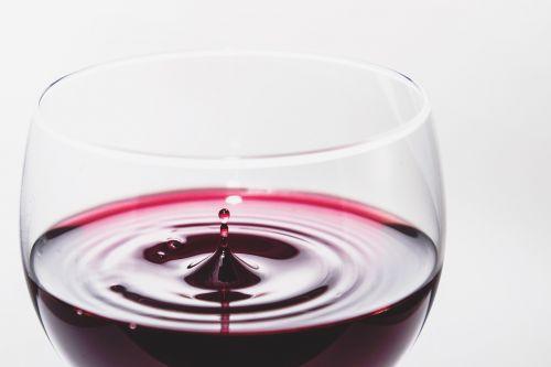 vynas,raudona,alkoholis,stiklas,lašas,lašelis,gerti,gerti,gėrimas,šventė,vyno fabrikas,baras,alkoholinis,skystas