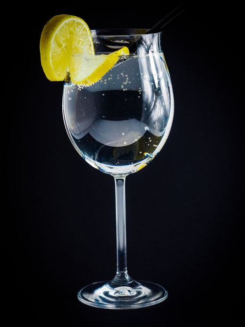 wine glass lemon water bubbles