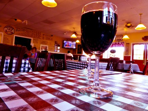Wine On Checkerboard Tabelcloth