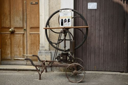 wine press old wheel