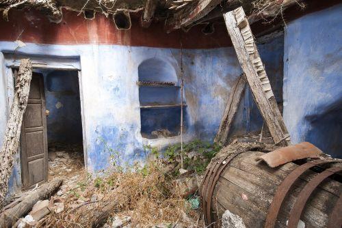winery ruins abandoned