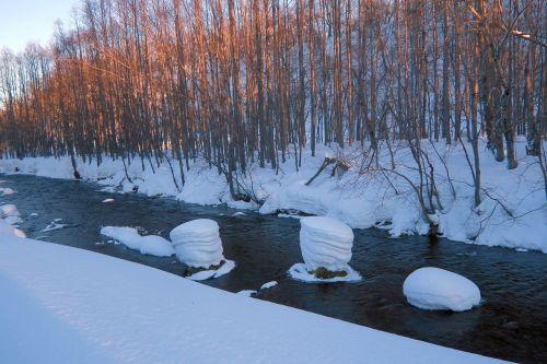 žiema,upė,papludimys,sniegas,ledas,sniego dramos,rūkas,atspindys,miškas,šaltis,medžiai,kamchatka,akmenys,sniego dangteliai