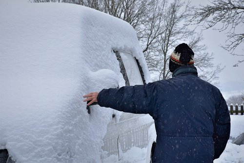 winter  man  auto