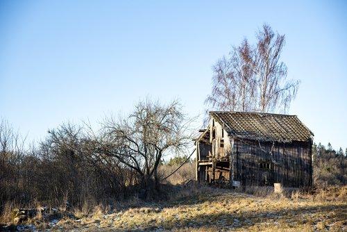 winter  hovel  old barn