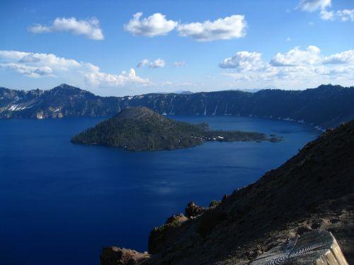 wizard island crater lake cascade mountains